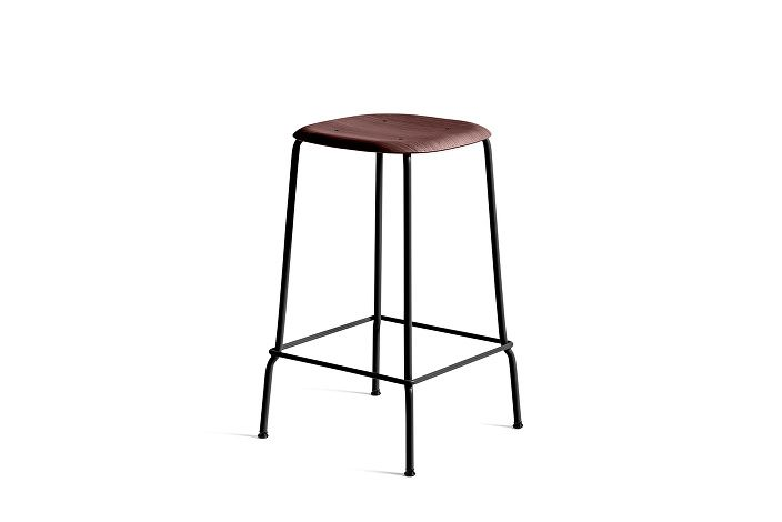 1990751409000_Soft Edge 30 Bar Stool low_H65_Base black_Seat oak fall red stained