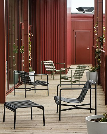Zoku Hotel 2021_Palissade Ottoman anthracite_Palissade Lounge Chair Low anthracite_olive