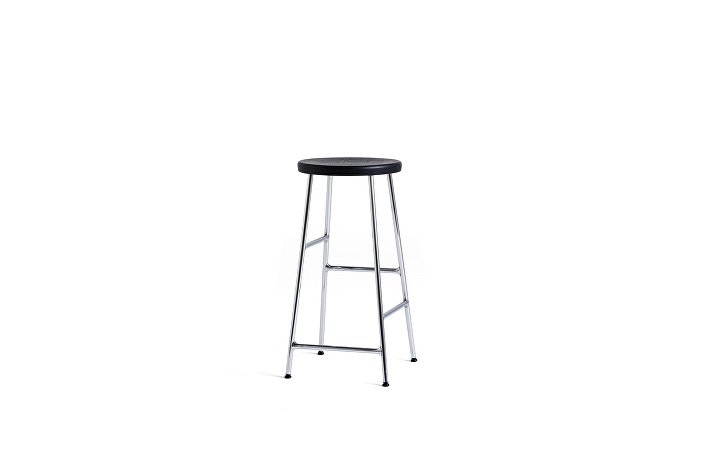 9303051009000_Cornet Bar Stool H65 chromed steel base_ soft black stained oak seat