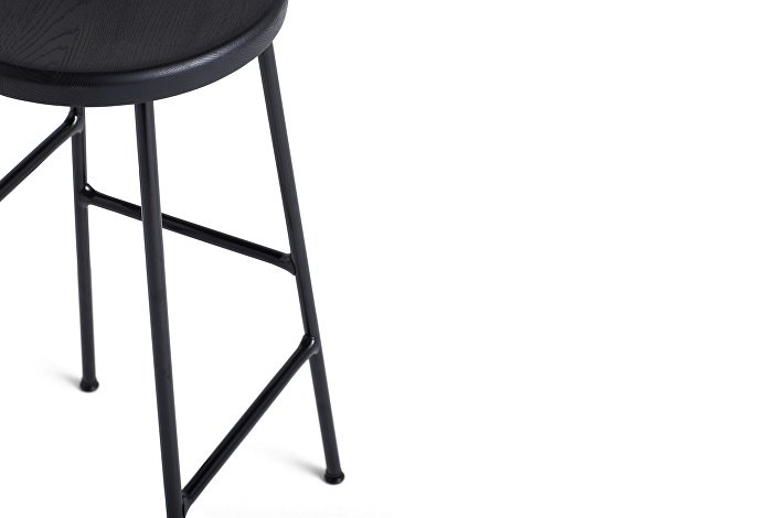 9303011009000_Cornet Bar Stool H65_Black Steel_Solid oak black seat_Detail 02_WB