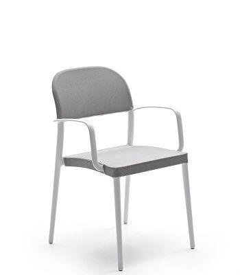 Saia Chair With Armrests