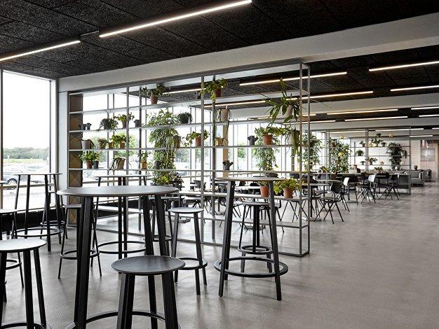 Aarhus Airport_Revolver Table_Revolver Bar Stool_New Order Shelving System