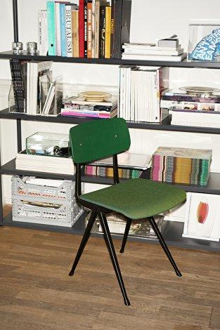 Result Chair black base_forrest green backrest_uph Remix 982_New Order