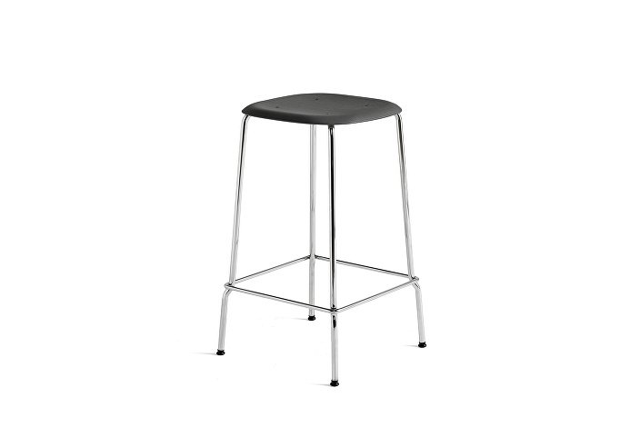 1991011009000_Soft Edge 30 Bar Stool low_H65_Base chromed steel_Seat oak soft black stained