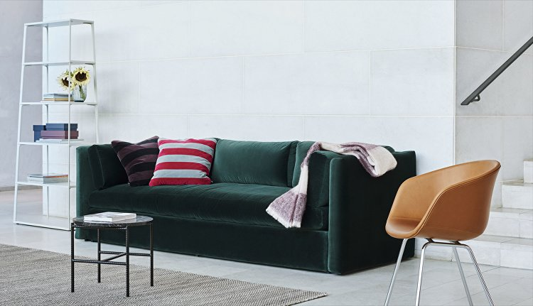 Hackney 3 seater Lola dark green_Rebar_Moire Kelim grey_AAC27 silk cognac, chrome base_Eiffel Shelf warm sand