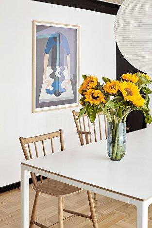 Poster 18 Geoff Mcfetridge no1 blue_Colour Vase_T12 Table_J41_J42_Rice Paper Shade