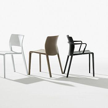 Juno — Closed backrest with armrests