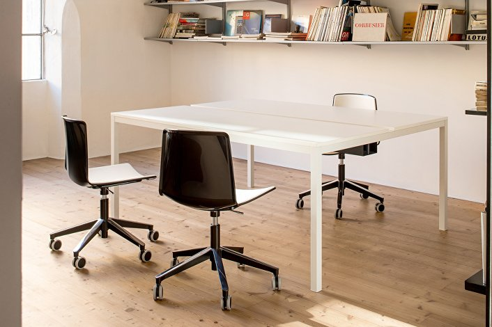 TWEET_891_BI-NE_NE+KUADRO DESK_TK2S179X140_BI_02_low