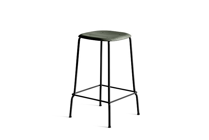 1259000199075_Soft Edge 30 Bar Stool low_H65_Base black_Seat oak hunter stained